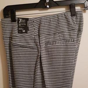 NY&Co NWT M Avg Black & White Pull-on Bootcut Pant
